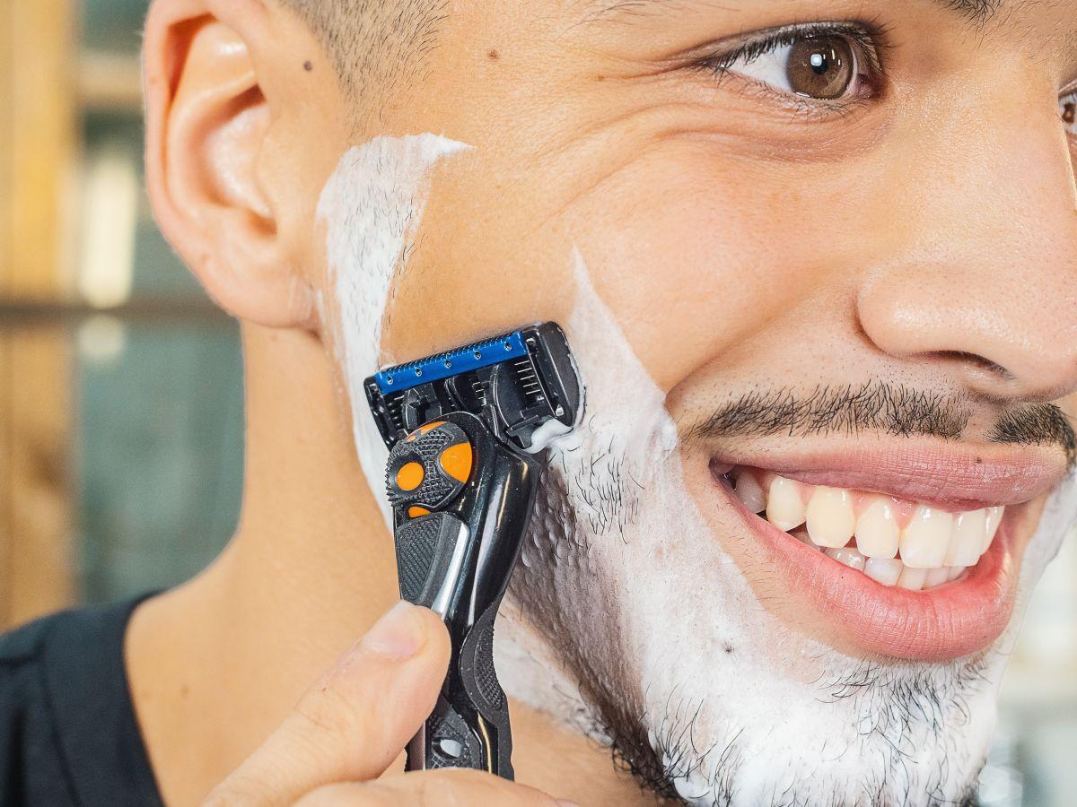 Coffret du barbier + Serviette + Crème à raser