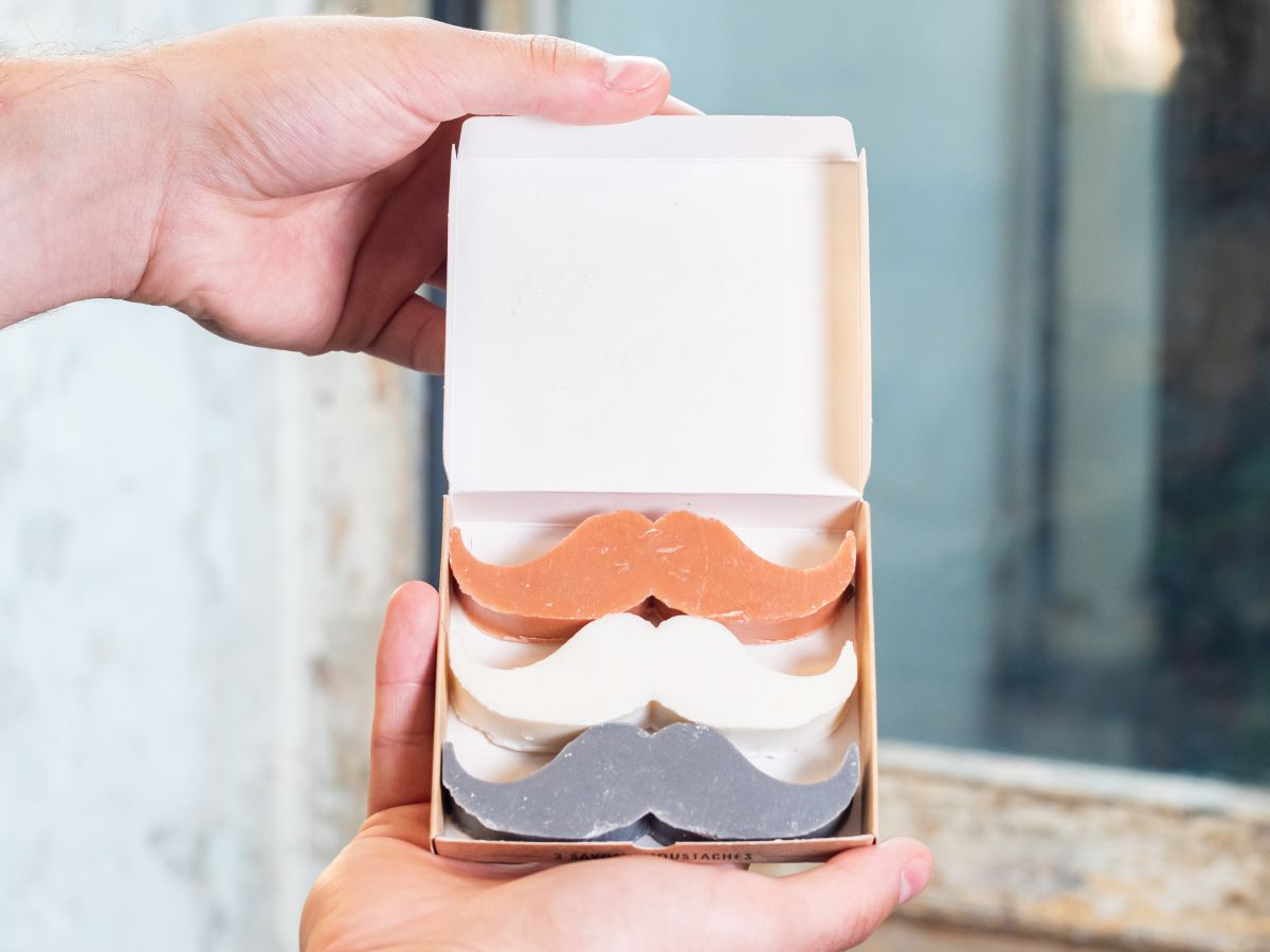 Kit mains libres + Savons moustaches