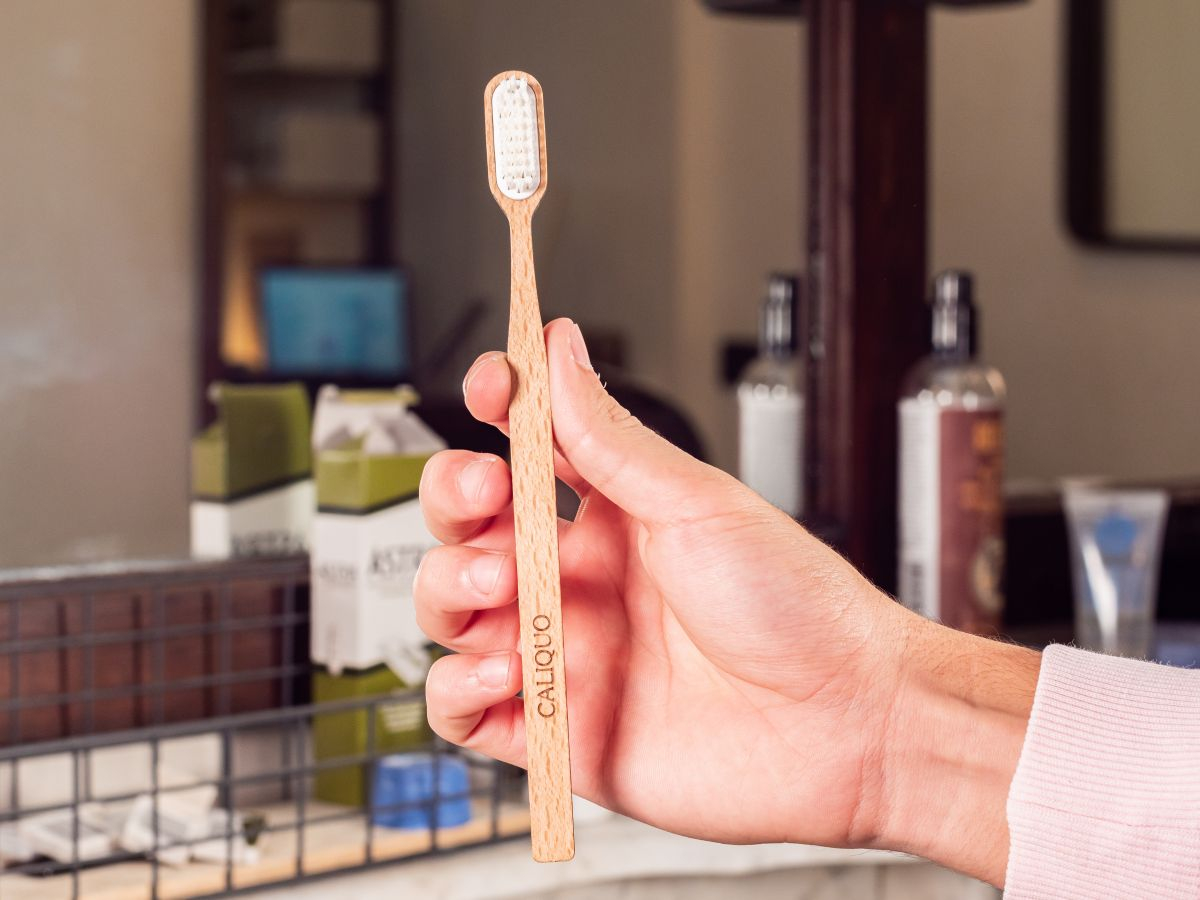 Brosse à dents rechargeable en hêtre