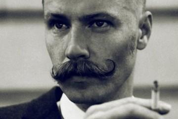 Celibataire Moustachu