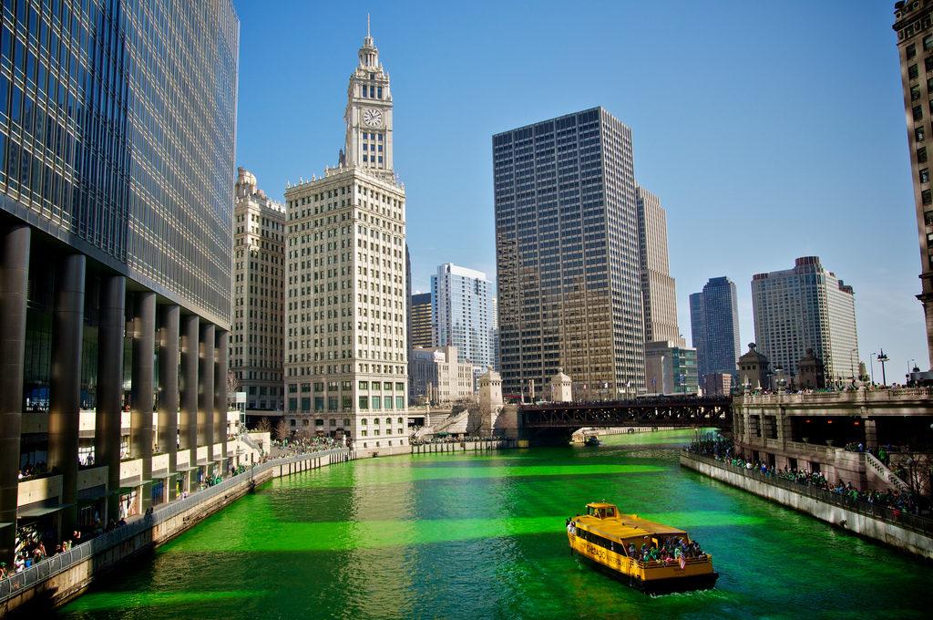 Le fleuve de Chicago coloré en vert pour la Saint Patrick !