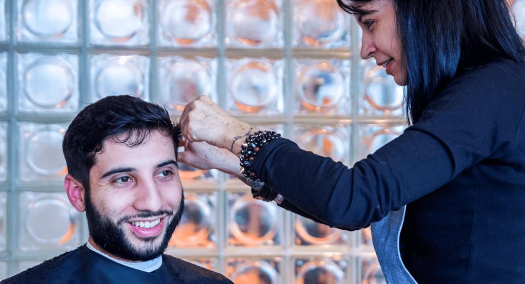 Barbe et coiffure en salon de coiffure
