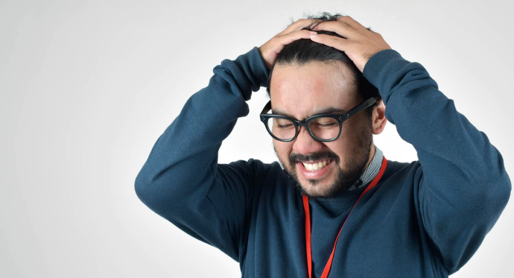 homme lunettes cheveux