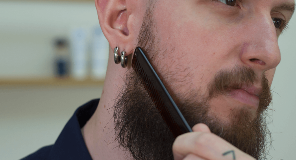 peigne poils de barbe